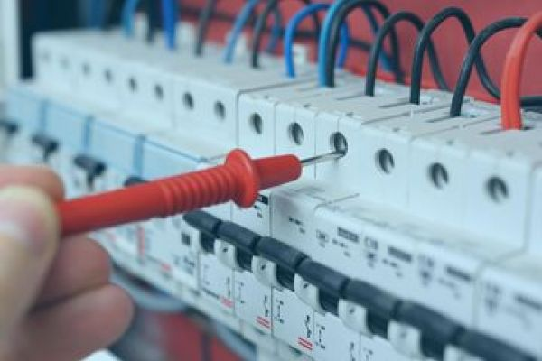 Der Betrieb elektrischer Anlagen - wer darf was?